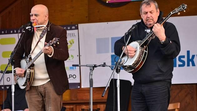 Ivan Mládek zazpíval s kapelou ve Starém Městě nestárnoucí hity.