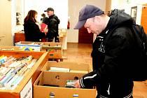 Výtěžek zbuchlovického bazaru knih pomůže hendikepovanému Dominičkovi.