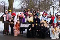 Do masopustního veselí se zapojilo ve Svárově několik desítek účastníků v nápaditých maskách