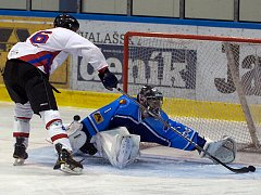 Hradišťští hokejisté měli ve Valašském Meziříčí výhodu trestného střílení. Radim Antonovič sice brankáře Vlachynského dokonale obelstil, puk však do prázdné brány nezasunul.