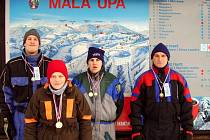 Na světových zimních hrách bude sice Uh. Brod reprezentovat jen Alena Mařicová (druhá zleva), v Malé Úpě ale uspěli i další: zleva Vojtěch Krušina, Roman Krutílek a Jan Bečár.