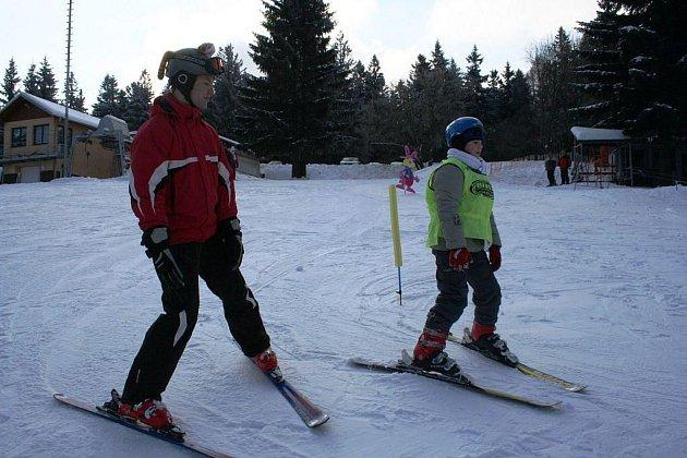 Lyžařské areály Lopata a Myšáčka na Mikulčině vrchu nabízejí konečně lyžování