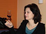 POROTKYNĚ. Ženy posuzovaly vůni i chuť likérů.