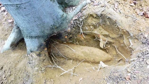 Granát nálezci objevili při hledání kovů.