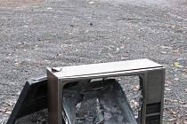 Televize zdobí silnici nad Modrou.