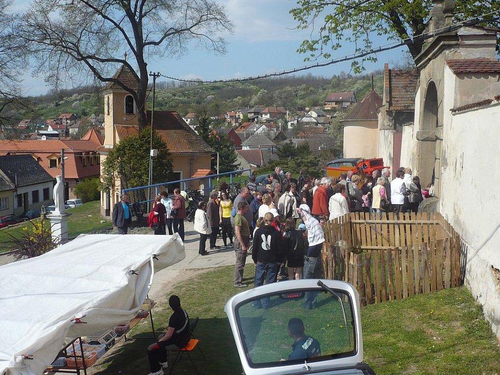 Velikonoční jarmark v Ořechově nabídl dobroty, sváteční zboží, i prohlídku zámku