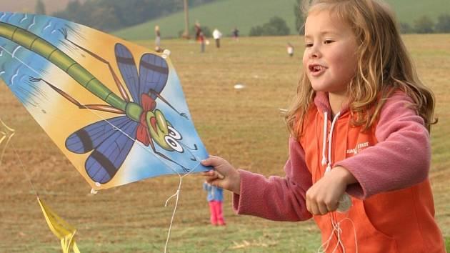 Pouštění draků je na podzim oblíbená zábava.