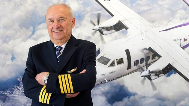 50. výročí prvního vzletu letadla L 410 na letišti v Kunovicích.ˇZkušební pilot Stanislav Sklenář