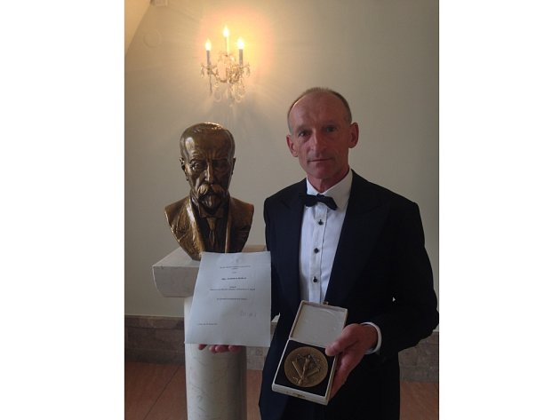 Ladislav Botek před několika dny přebíral v hlavním městě ocenění z rukou ministra.