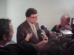 Ministr dopravy Zbyněk Stanjura se v Uherském Hradišti se šel se starosty obcí i novináři.