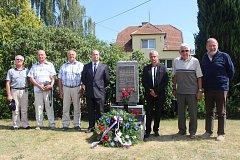 Připomenout si tragickou událost letecké katastrofy v Nedakonicích, kde před čtyřiceti lety havarovalo letadlo se čtyřčlennou československou-sovětskou posádkou, přišli zástupci obce i pamětníci LETu.