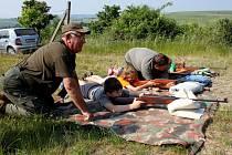 POD BUCHLOVEM. Nimrodi připravili školákům z Tupes pěkný den ve svém revíru.