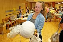 Na sedmém ročníku burzy krojů se letos prezentovalo dvacet vystavovatelů a tvůrců lidových oděvů.