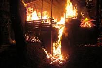 Požár chatky v Břestku, 15. 8. 2021