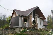 Chatka ve Zděchově na Vsetínsku, v níž došlo v úterý k výbuchu plynu.
