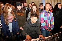 Festivalové setkání 280 zpěváků z pěti sborů z církevních gymnázií v Česku, na Slovensku i v Maďarsku v bazilice na Velehradě.