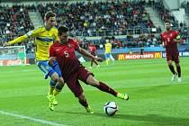 V posledním utkání skupiny B mistrovství Evropy fotbalistů do 21 let se v Uherském Hradišti střetly Portugalsko a Švédsko (ve žlutém).