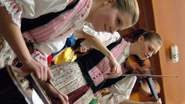 Městský ples se v sobotu večer konal i ve Starém Městě.