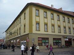 V budově na Protzkarově ulici v Uherském Hradišti už sídlí některá pracoviště městského úřadu. V únoru příštího roku tam přibudou další kanceláře radnice.