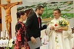 V pondělí 6. července sloužil svou první mši svatou na Svatém Antonínku Lhoťan Vojtěch Radoch. Novokněz přijímá blahopřání od starosty Ostrožské Lhoty Romana Tuháčka.