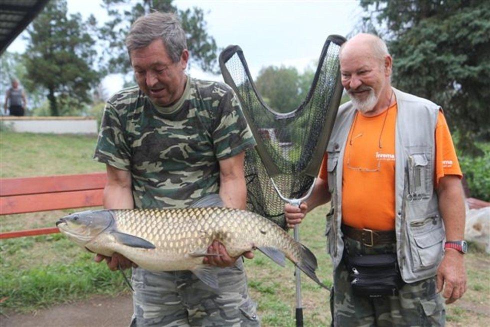 Soutěžní číslo 137 - Zdeněk Koudelný, amur, 98 cm a 12,6 kg.