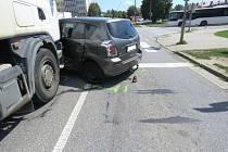 Kamion smetl osobního auto, Nehoda se obešla bez zraněníV pondělí 31. července krátce před polednem došlo v ulici Velehradská v Uherském Hradišti u autobusového nádraží k nehodě kamionu s osobní toyotou.