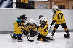 Brodské kluziště otevřel hokejový zápas.