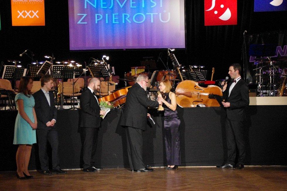 30. ročník divadelního plesu v uherskohradišťském Klubu kultury nabídl také vyhlášení ankety Největší z pierotů a Slovácký Oskar.