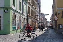 Cyklisté v centru Uherského Hradiště v současné době nemohou zajíždět už jen do dvou ulic.
