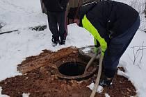 V Korytné museli v lednu během dvou týdnů zasahovat u třech havárií zacpaných odpadů. Starosta proto vyzval místní obyvatele, aby si dávali pozor na to, co do opadů vylévají