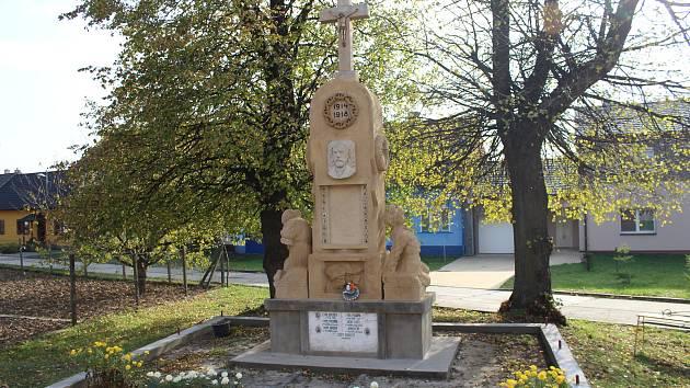 V Nedakonicích dokončují opravy dvou památníků obětem první a druhé světové války. Restaurace vyšla obec i s přispěním státní dotace na téměř čtvrt milionu korun.