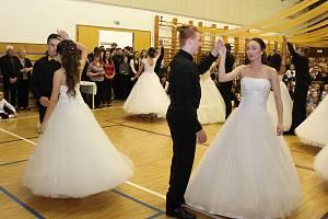 Desátý ples vnovodobé historii tupeské základní školy se vydařil.