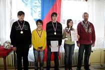 Titul pro hradišťské gymnázium vybojovali (zleva) Ondřej Stuchlý, František Mrkus, Richard Štefaník, Martina Fusková a vedoucí Pavel Fusek.