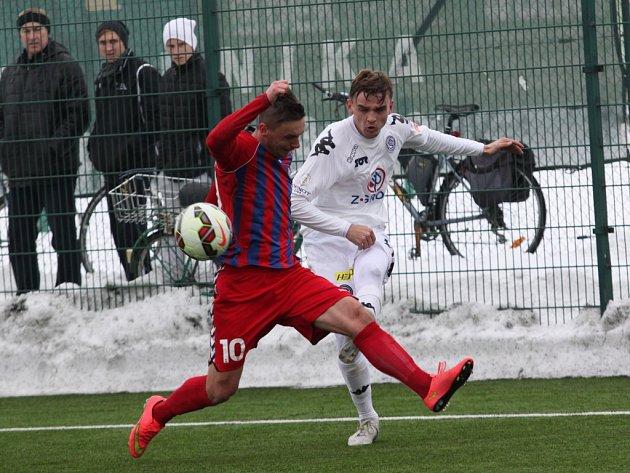 Neví, kdy bude v pořádku. Tomáš Břečka (v bílém) byl na podzim příjemným překvapením, nyní jej brzdí zranění.
