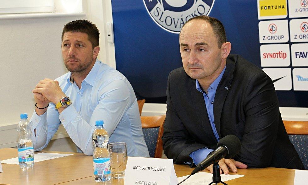Cílem fotbalistů Slovácka i i přes povedený konec podzimu zůstává záchrana ve FORTUNA:LIZE. Na snímku Petr Pojezný a Veliče Šumulikoski.