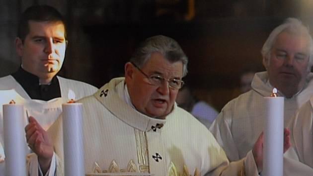 Kardinál Dominik Duka (uprostřed). Ilustrační foto.
