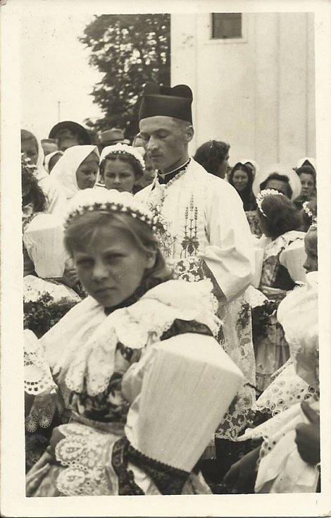 P. Antonín Červenák při primici v roce 1943.