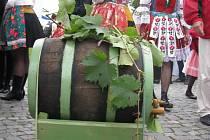 Už za týden Uherské Hradiště provoní burčák, víno a rozezní písničky folklorních souborů i jednotlivců. Ilustrační foto.
