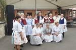 V Suché Lozi oslavili 20. výročí posvěcení kostela sv. Ludmily. Na snímku Tetičky z Dolního Němčí.