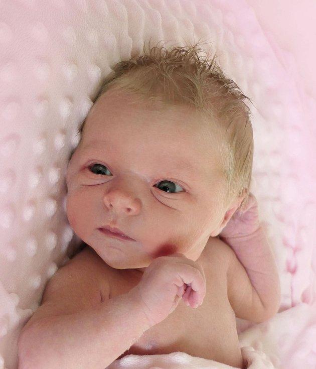 Ema Doležalová, Stupava, narozena 12. května 2021 v Uherském Hradišti, míra 48 cm, váha 3080 g
