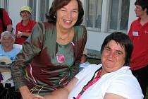 Livie Klausová si potřepala rukou s paralympijskou vítězkou Evou Kacanu.