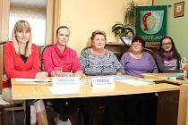Volební komise na obecním úřadě v Hostějově.
