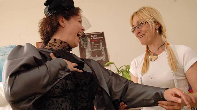 Herce oblékne známá kostýmní výtvarnice Jolana Schofield–Izbická.