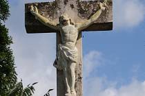 Kříž u břesteckého hřiště.
