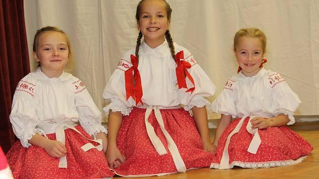 Už tradiční Kateřinskou besedu u cimbálu uspořádal poslední listopadovou sobotu Slovácký krúžek Háječek v Ostrožské Lhotě.