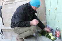 Pietní místo za Jána Kuciaka před vstupem do kostela sv. Františka Xaverského v Uherském Hradišti.