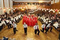 Polonéza na plese SRPŠ v Dolním Němčí.