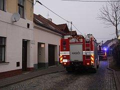 V pátek 23. prosince ráno zasahovali hasiči v uherskohradišťské ulici Luční.