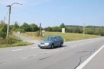 Chataři z lokality Trnávky chtějí kromě stezky ke svým obydlím i přechod pro chodce přes frekventovaný silniční tah.