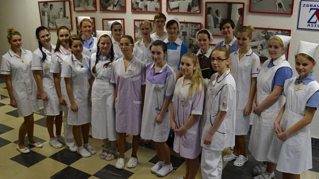Dvacítku modelů si na sebe vzali studenti zdravotnického oboru.